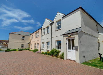 This ground floor apartment is in a highly desirable position being within just a short level walk of the award winning sandy surfing beach of Woolacombe