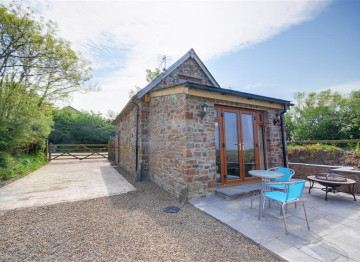 This peaceful and secluded property on the outskirts of Welcombe has been tastefully converted from a former barn to create a cosy cottage for two