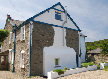 This outstanding Georgian Vicarage in the heart of Mortehoe village backs on to open farmland
