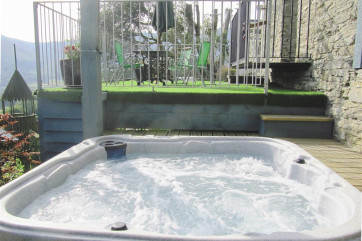 WAK177 Hot Tub