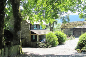 This pretty detached cottage is situated on the owners' working organic farm, just north of Rhayader