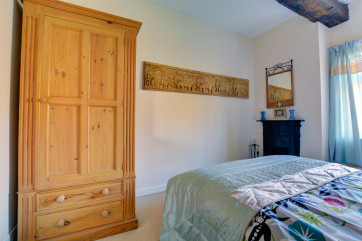 Tasteful double bedroom with a double bed