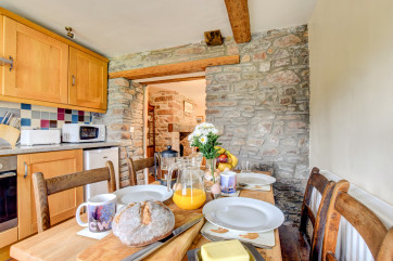 Self-catering Cottage with fully-equipped, brand new kitchen