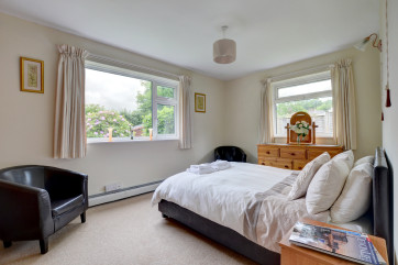 Dual aspect master bedroom with garden views