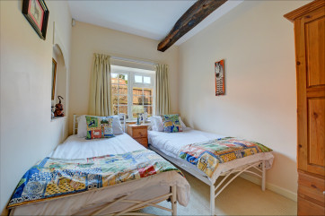Light and airy double bedroom with twin beds, ideal for children