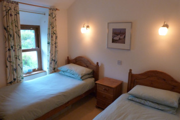Snowdonia self catering cottage: twin bedroom with countryside views