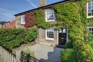 This is a terraced georgian property located in Saxmundham, a quaint village in between Aldebrugh and Southwold.