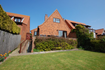 Pleasant, detached, modern cottage, built in traditional Norfolk style