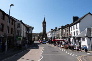 Just 1.5 miles from the vibrant and historic market town of Machynlleth