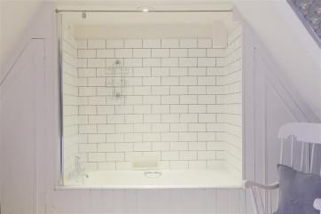 Second Floor Bath Tub
