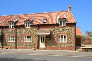 Boatyard Cottage is a modern built semi-detached cottage, situated in the heart of Wells,