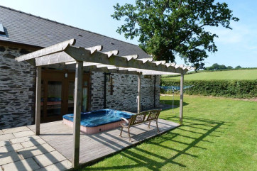 Large hot tub in the rear garden - an all year round luxury