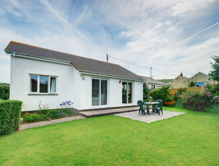 Seahaven is a detached bungalow within easy walking distance of the sand and surf and the friendly and lively atmosphere of Croyde village