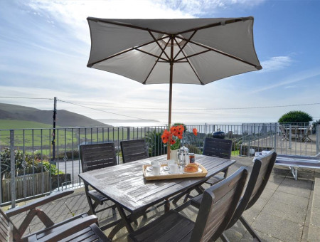 With stunning views over Woolacombe Bay this fabulous apartment enjoys a most enviable position
