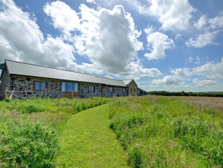 In a tranquil setting and surrounded by beautiful countryside close to the Cornwall border this is a great location for couples