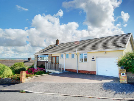 A fabulous holiday home with far reaching views of the Taw & Torridge Estuary