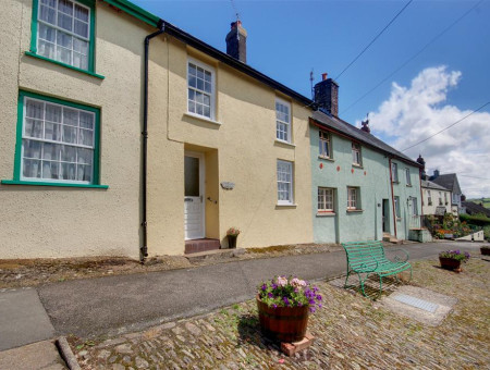 Hillcrest is an 18th Century character cottage located in the delightful village of North Molton on the edge of the Exmoor National Park