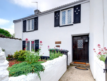 Found just off the village centre this delightful semi-detached period cottage is furnished to an excellent standard and oozes character and style