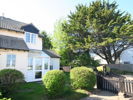 Dune View is a light and bright holiday home just two minutes from the sandy beach at Instow