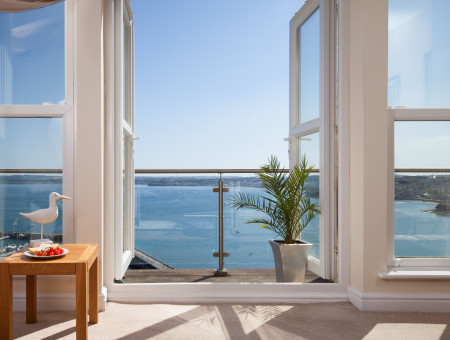 Stunning Waterfront Sea View Holiday Apartment in Torquay