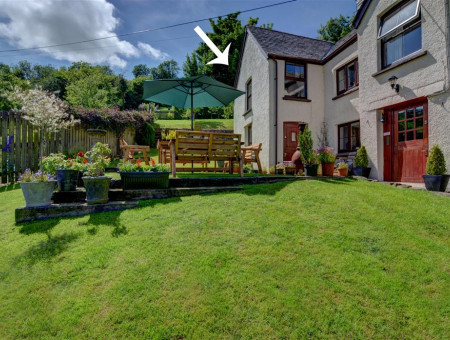 Rose cottage is a spacious annex wing of the owner's delightful detached cottage located in the small rural hamlet of Bridge Ball