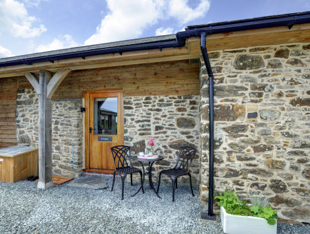 One of only 3 high quality cottages adjacent to the owner's own home, Stable offers an attractive and well designed base