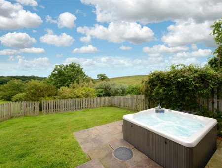 HOUSE - Hot Tub