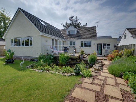 This impressive detached dormer bungalow is located in a quiet lane just off the esplanade in Instow