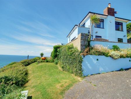 Detached coastal residence