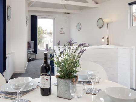 Oyster Cottage, Shaldon - Kitchen table