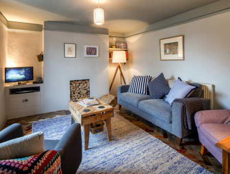 Cook's Cottage, Shaldon - Living area with comfy sofas
