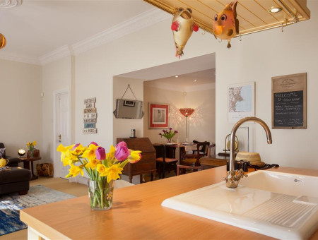 Open-Plan Seaside Holiday Apartment in Central Torquay, Perfect for Self-Catering Breaks in South Devon
