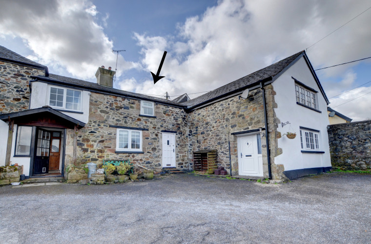 This spacious, character cottage is situated in the pretty village of Sticklepath on the edge of the Dartmoor National Park