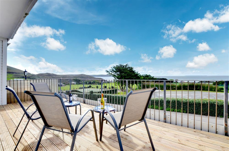Situated in the heart of the village, this high quality apartment has all the amenities of this award winning beach resort on the doorstep