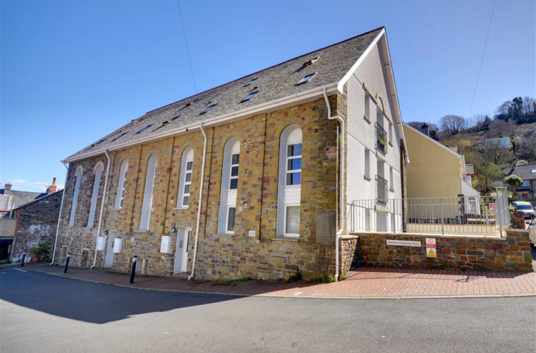 Chapel Loft is a second floor apartment arranged over two floors and is a good base to explore the spectacular coastline and all that Exmoor has to offer
