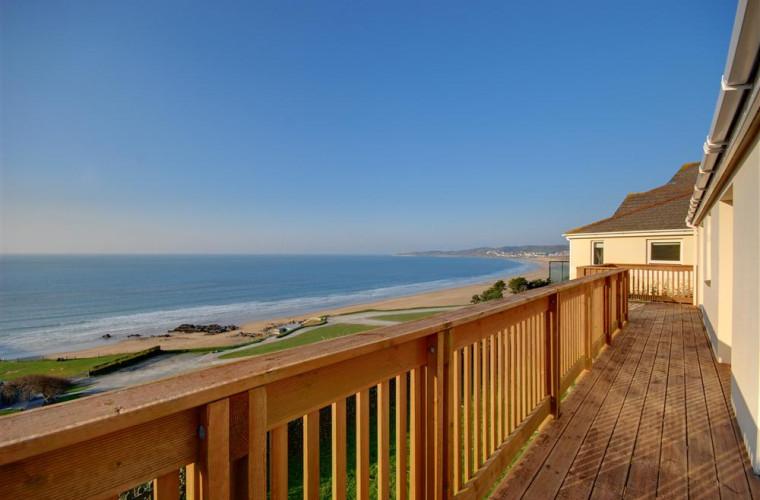 Stunning sea views from the verandah.