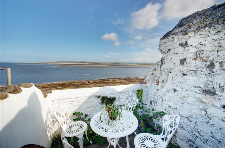 Time for al fresco meals and fantastic sea views