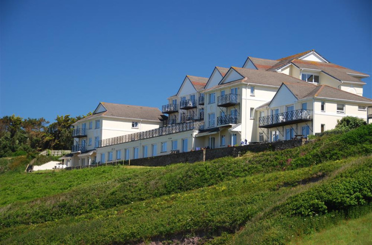 Approached by country lanes, Clifton Court overlooks the glorious beach at Putsborough, two miles from Croyde and three miles from Woolacombe