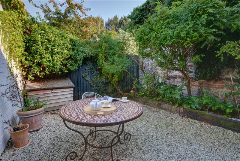 Enjoy this courtyard garden for a good book in the sunshine or an alfresco meal or two.