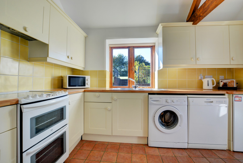 Fully equipped kitchen with electric oven and washing machine