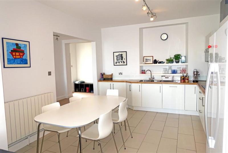 ael-y-don-kitchen-diner