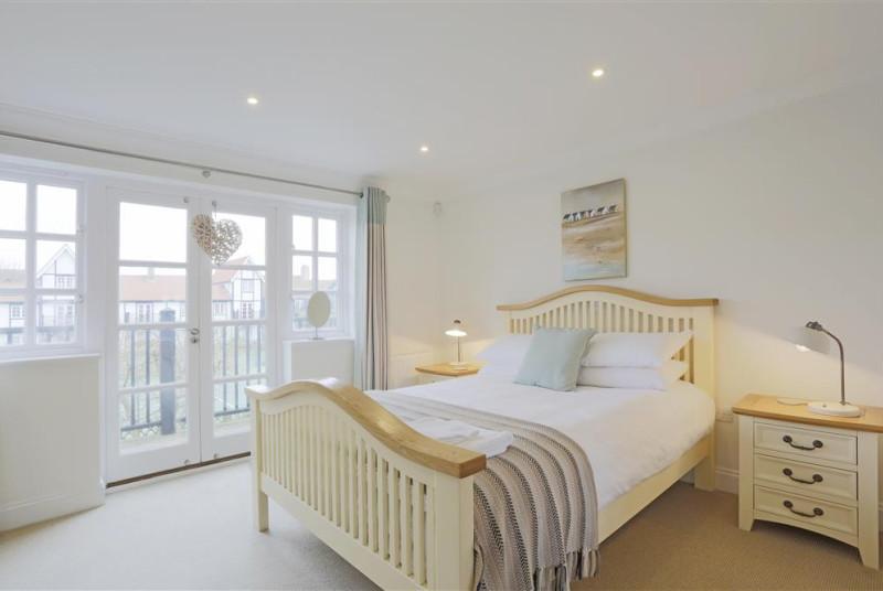 Bedroom 1 - View 1