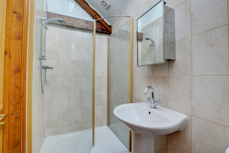 En-suite shower room with cubicle