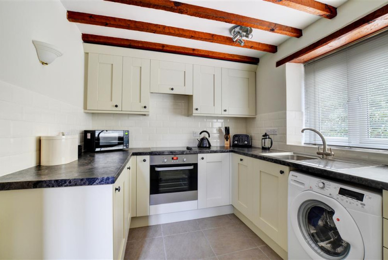 Modern, well equipped kitchen