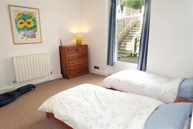 ael-y-don-twin-bedroom
