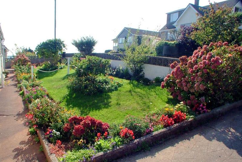 Primley Park Paignton - Front Shrub Garden