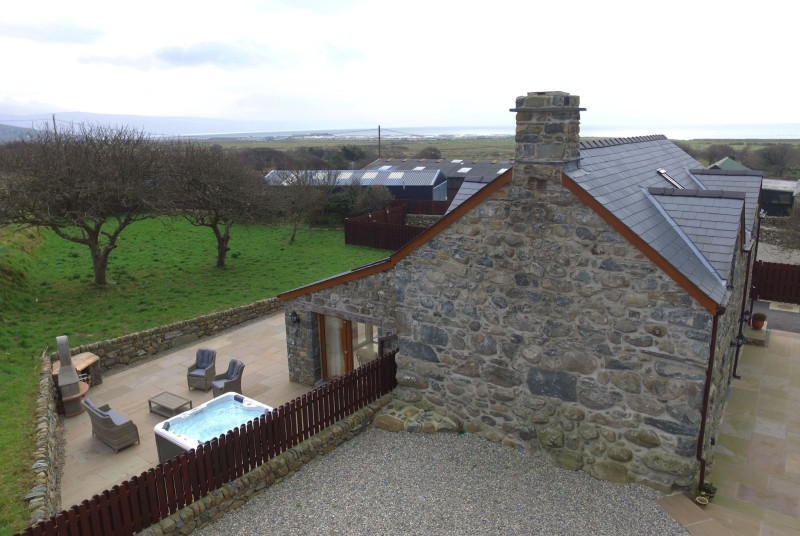 Barmouth self catering cottage with the sea on the horizon