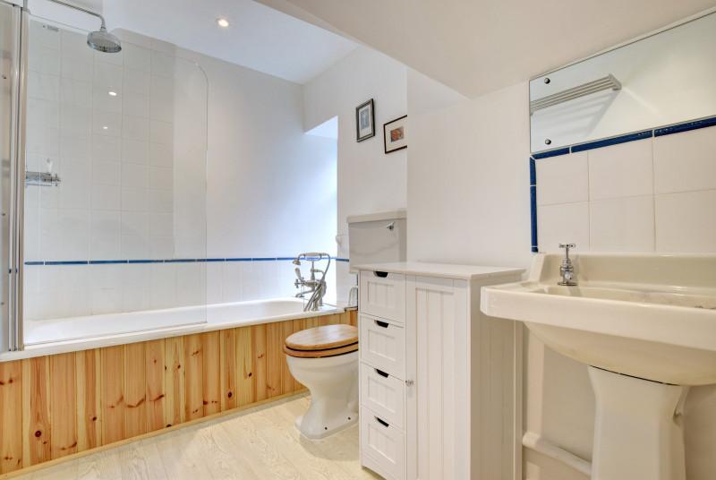 Wild Rose Cottage, Asprington - Bathroom