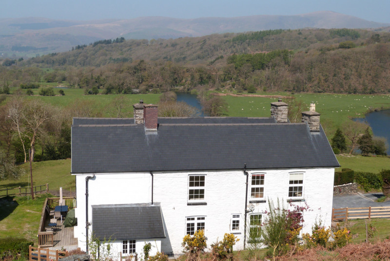 Beautiful accommodation with hot tub facilities surrounded by its own grounds