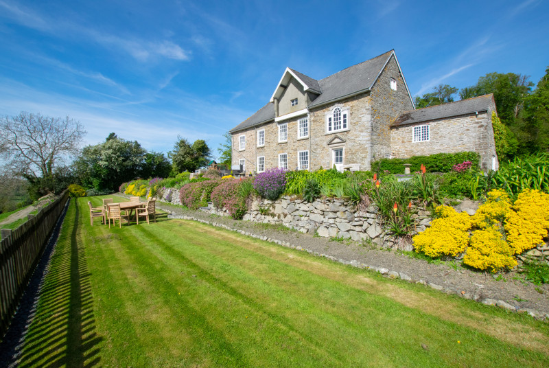 This cosy Welshpool accommodation enjoys large gardens and glorious views over rolling countryside